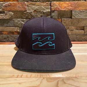 BILLABONG flat brim snap back trucker hat